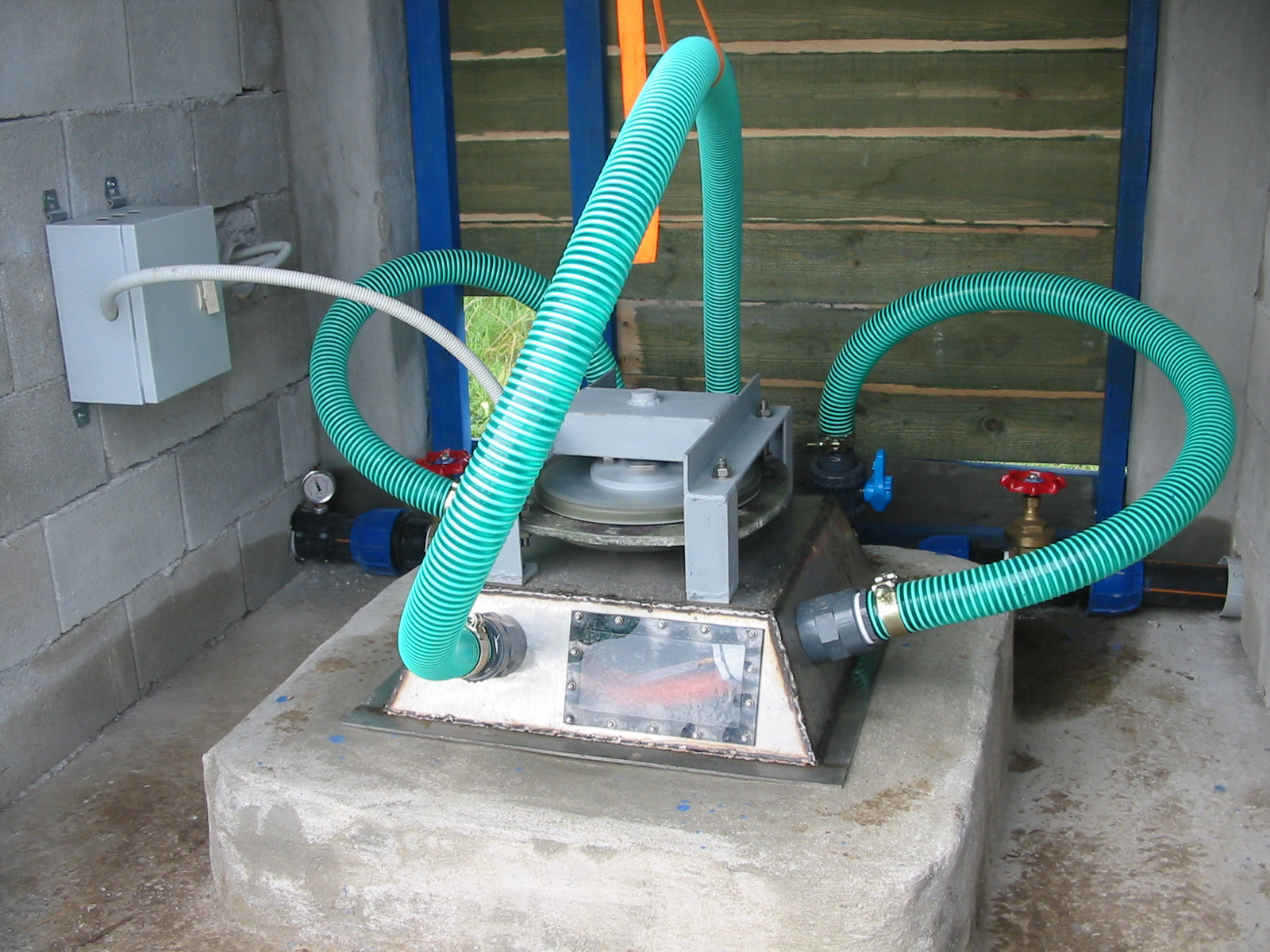 Small hydro-electric installation on Mount Iti